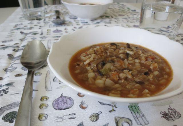 grain and bean soup www.elizabethminchilli.com