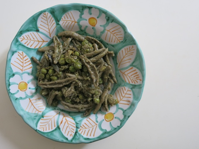 Pasta with Artichokes, peas and mint