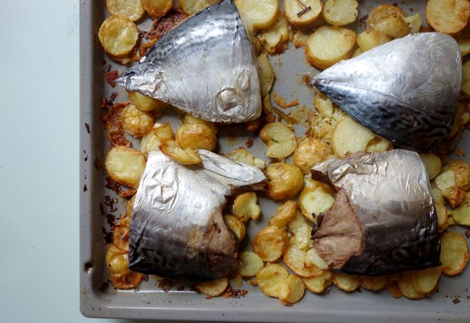 Fish and potatoes (palamita (Atlantic Bonito)